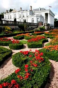 parterre garden using asymmetrical lines