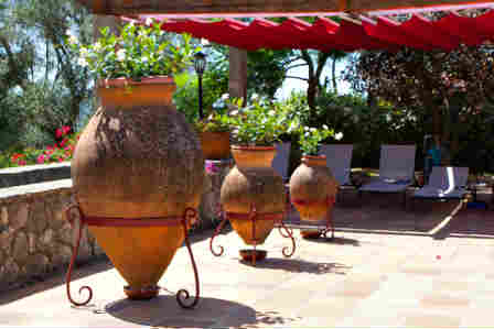 large scale amphoras used as outdoor decoration