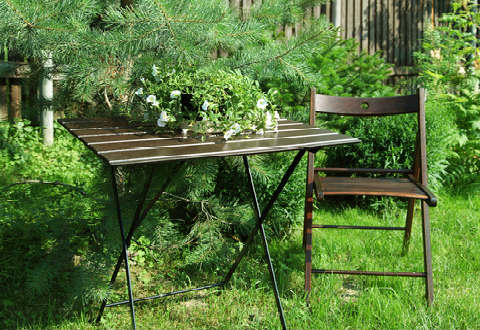 tray table and chair in a corner of the garden