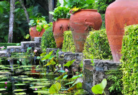 Elegant Garden Water Feature with Clay ots