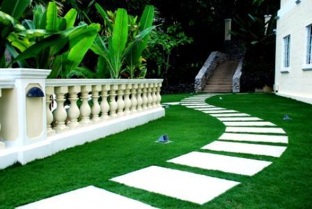 garden walkway demonstating good spatial organization