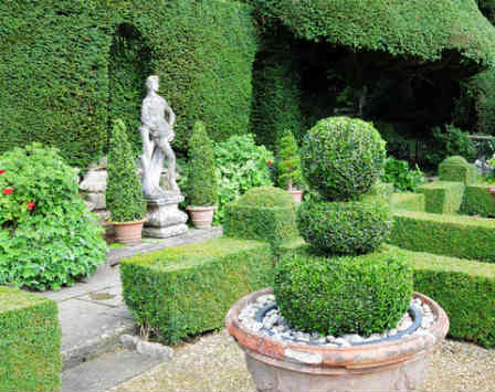 An example of a formal garden with strong structural element
