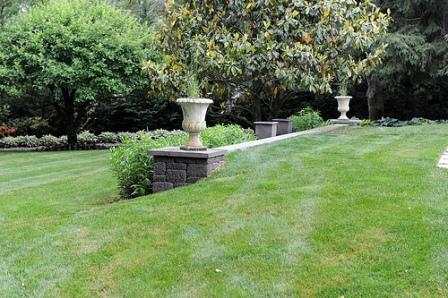 two garden urns used to create symmetry